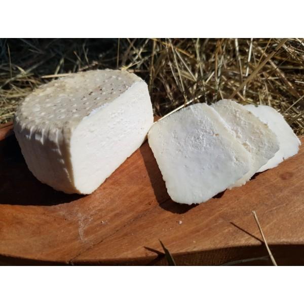 Ser owczy Gienek wędzony tradycyjnie, podpuszczkowy